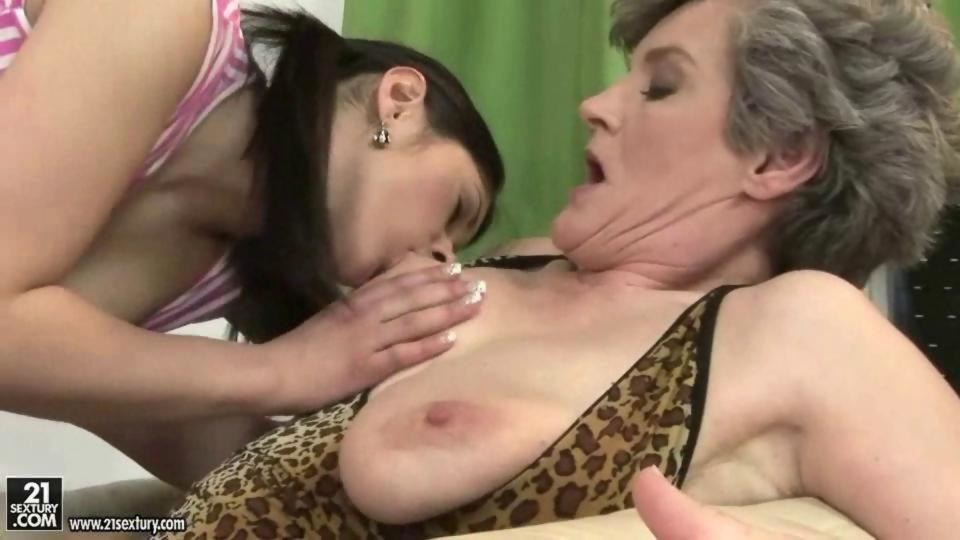 Michael recommends Girlfriend squirt pissing anal