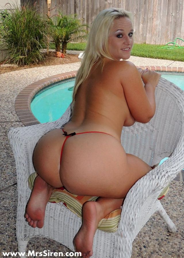 blonde wet butt Big outdoor