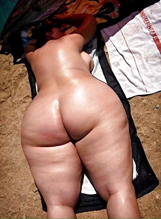 eating Outdoor woman ass chubby